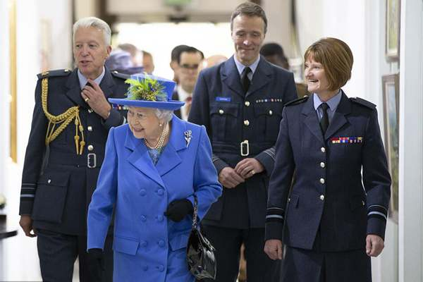 英女王伊丽莎白二世访问皇家空军俱乐部