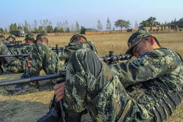 """武警某部实战化集训""""狙击手"""" 锻打过硬本领"""