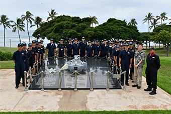 日训练舰队抵夏威夷 访被美潜艇撞沉日船纪念碑