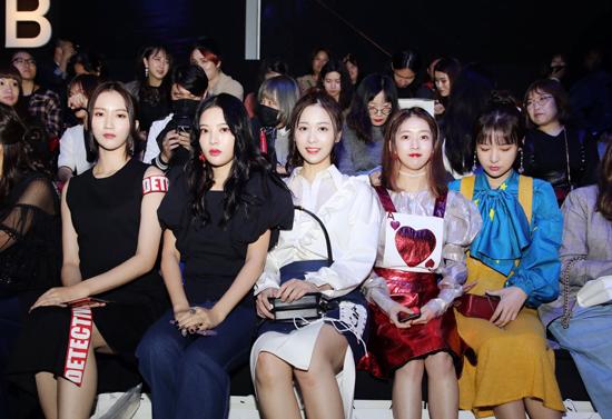 SNH48亮相上海时装周 萌妹子时尚感爆棚
