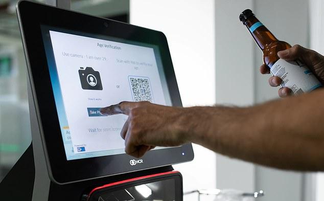 英超市尝试装置面部识别系统 识别酒水顾客年龄