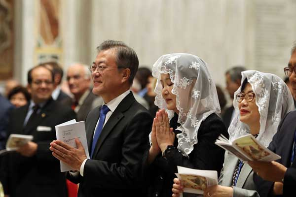 文在寅偕夫人访问梵蒂冈 出席教廷弥撒祈愿半岛和平