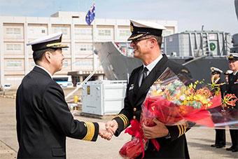 澳大利亚墨尔本号护卫舰抵达日本佐世保军港