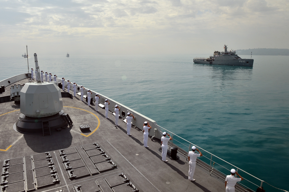 突尼斯海军首次举办阅舰式 我军054A舰威武亮相