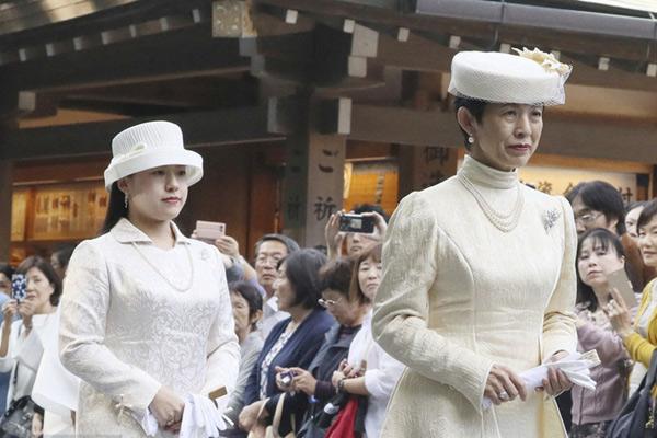 大婚临近 日本绚子公主随母亲参拜伊势神宫