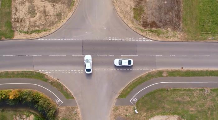福特展示交叉路口优先管理概念 信号灯或将淘汰