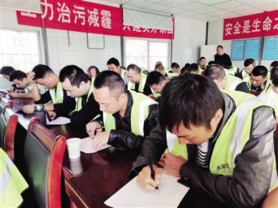 """灞桥604名渣土车司机考试 不合格补考合格后才能重新""""上岗"""""""