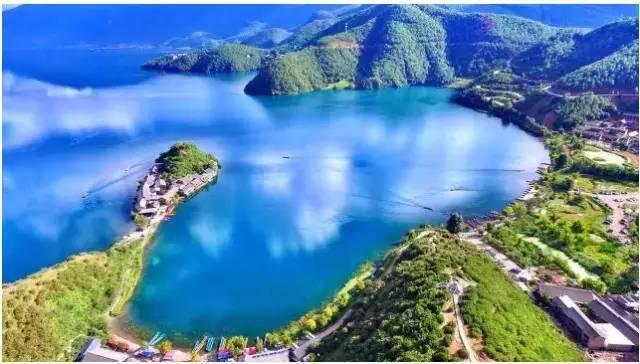 十月的泸沽湖,美轮美奂!