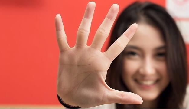 英国研究:女性手指长度决定性取向