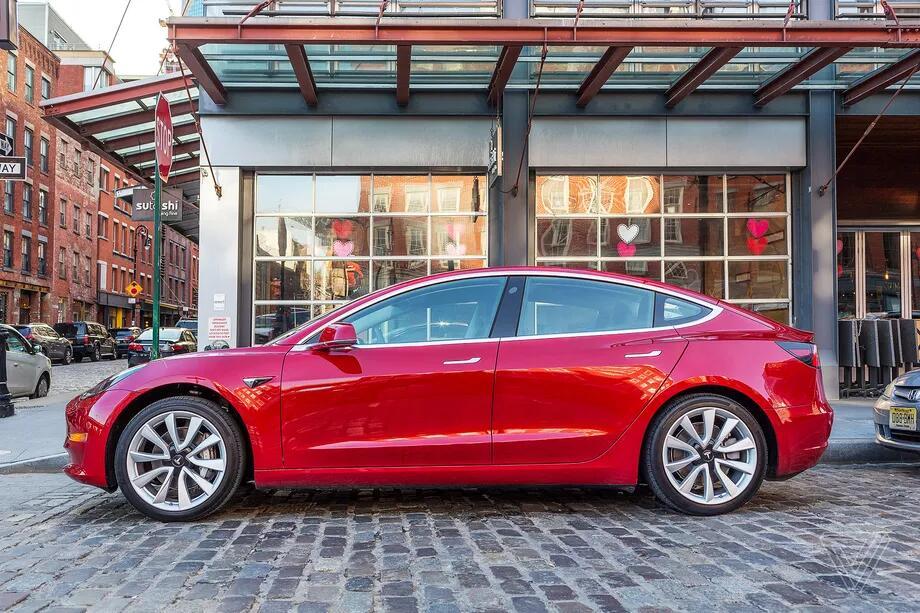 特拉斯旗下中档轿车Model 3开售 起价4.5万美元