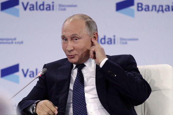 普京出席瓦尔代国际辩论俱乐部年会 做鬼脸抢镜