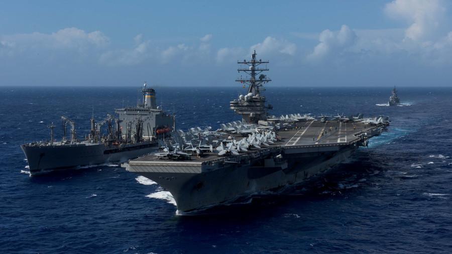美国海军直升机在里根航母甲板上坠毁 造成多名士兵受伤
