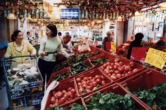 以豆代菜、排队买菜还得备板凳?上海曾经如何解决菜篮子困境