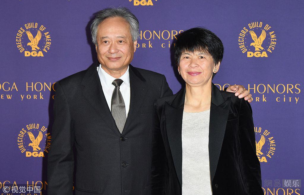 李安获美国导演协会终身成就奖 妻子陪同