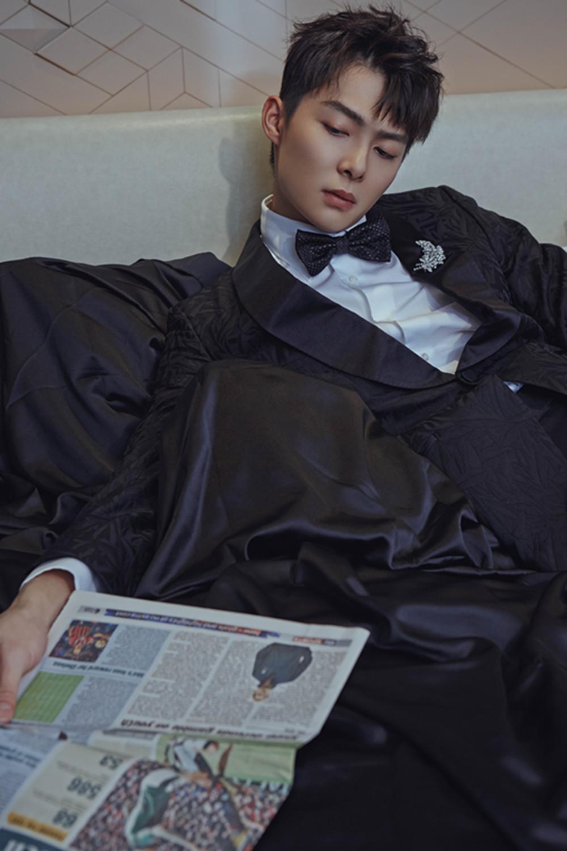 张铭恩出席潮流派对 暗纹西装尽显绅士品格