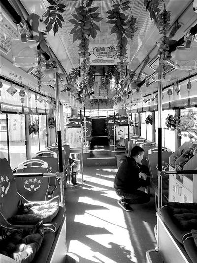 公交安装暖心坐垫 有的车队刚装上1个小时就丢6个