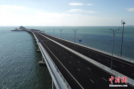 港珠澳大桥总设计师:大桥效益或达几十万亿港币