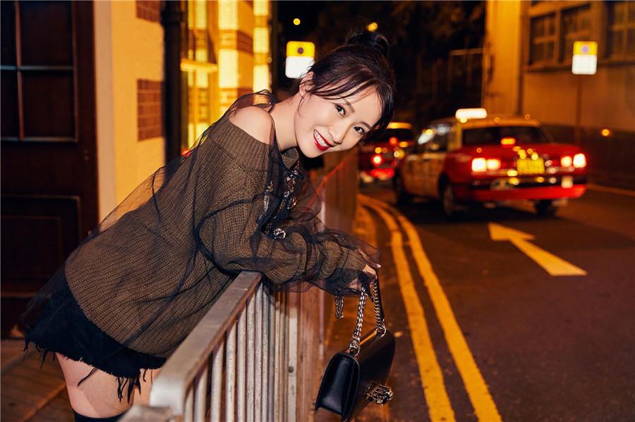 李念时尚街拍写真出炉 引领秋季潮流