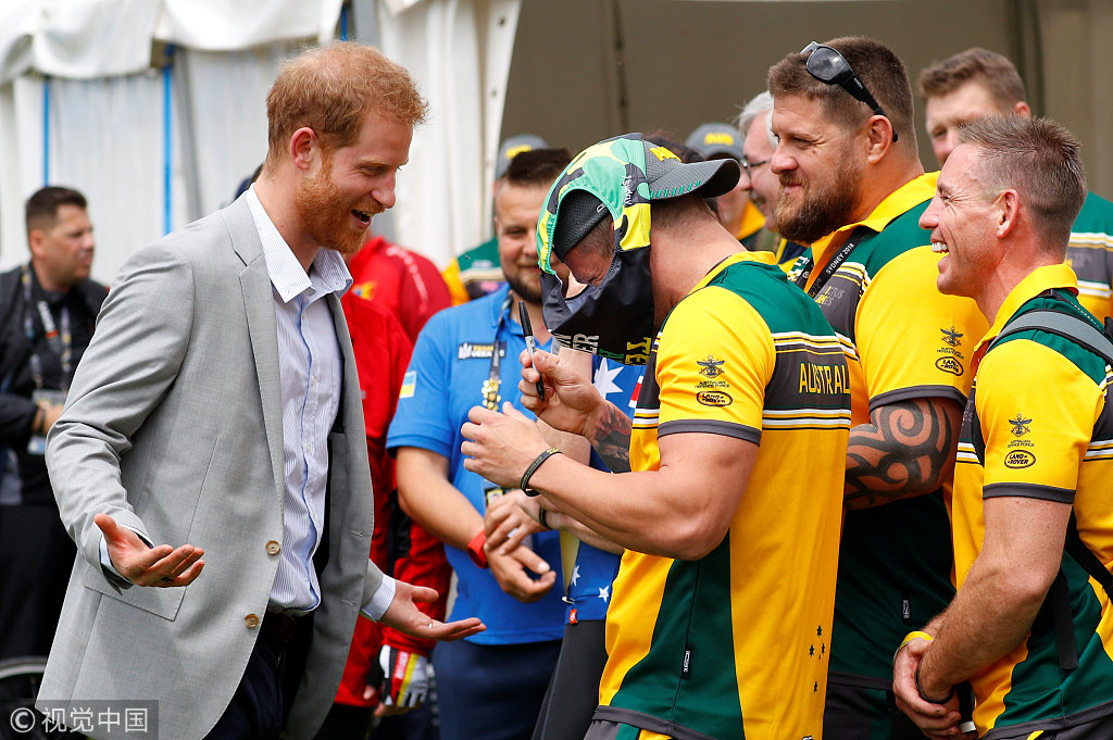 """英国哈里王子在澳大利亚皇家植物园出席""""永不屈服""""运动"""
