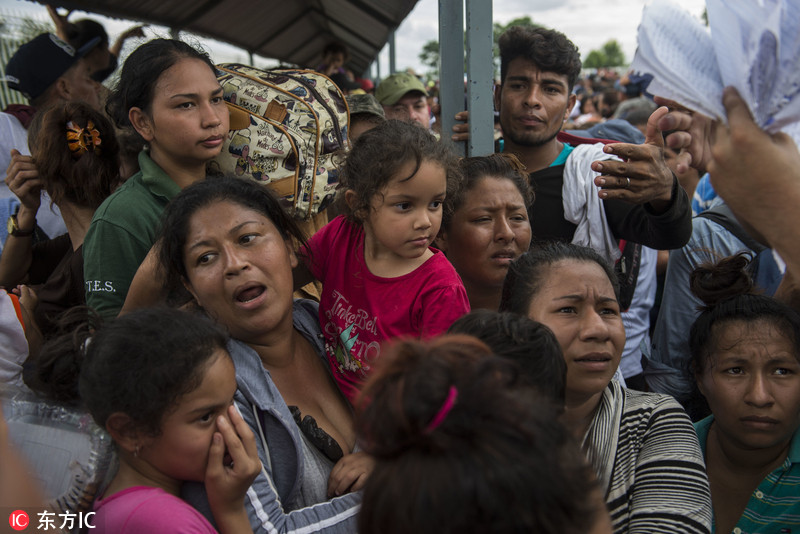洪都拉斯近4千移民涌向美国 涉险渡河