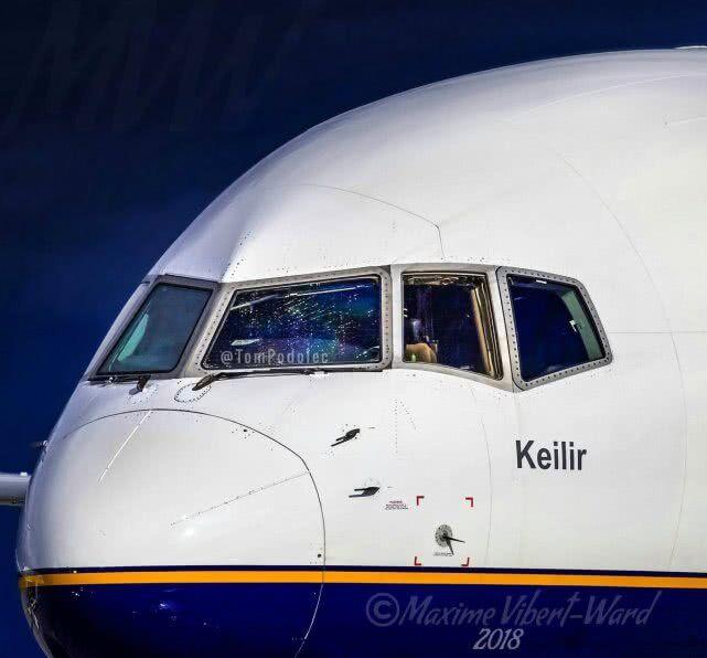 冰岛客机挡风玻璃现20厘米裂缝后紧急着陆 10分钟下降8000米