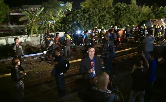 台湾宜兰载约366名乘客火车出轨 已导致至少22人遇难193伤