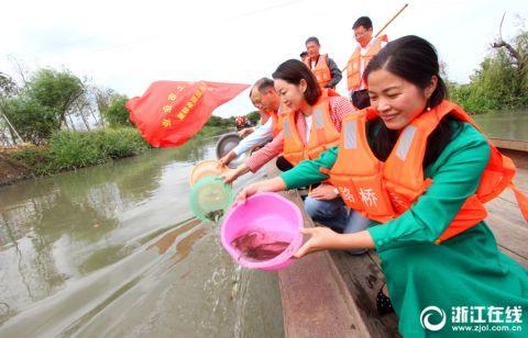 台州:党员志愿者 清河护碧水