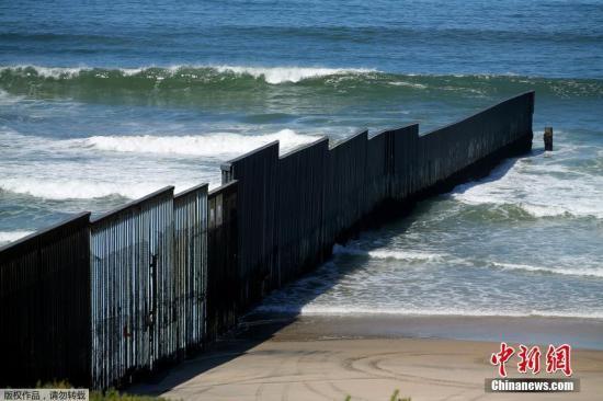 数千移民滞留危墨边境 特朗普将其归咎于民主党