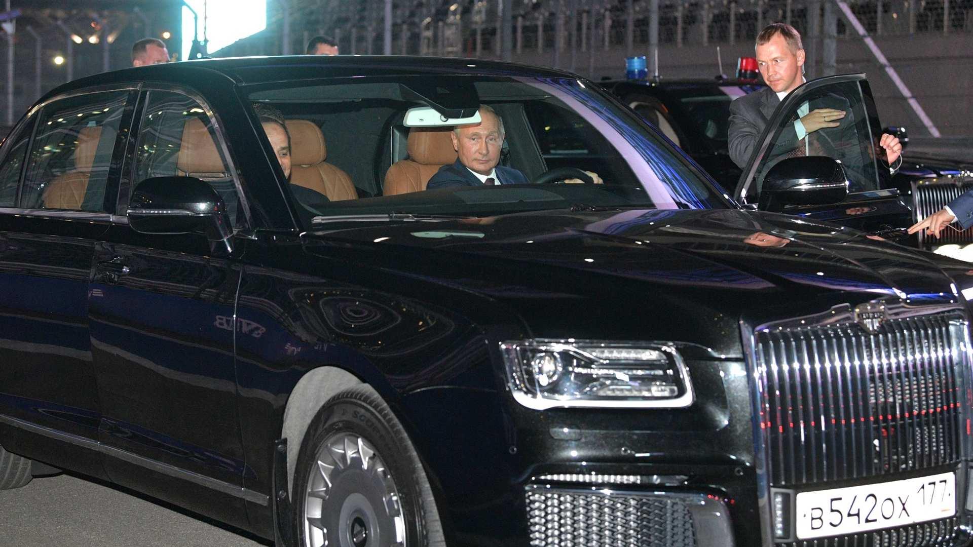普京试驾总统座驾 载埃及总统塞西兜风
