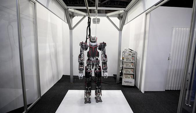 """世界机器人峰会在东京召开 机器人""""盛装打扮""""亮相"""