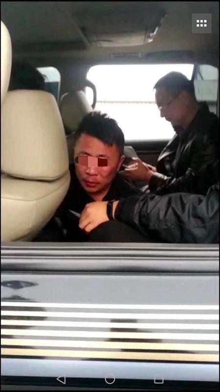 大庆看守所脱逃者刚刚被捕 拒捕撞警车受伤已送医