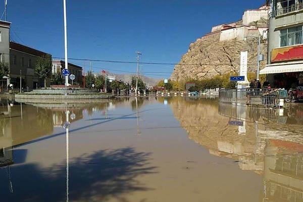 西藏日喀则一水库水渠决口 周边8个村庄积水