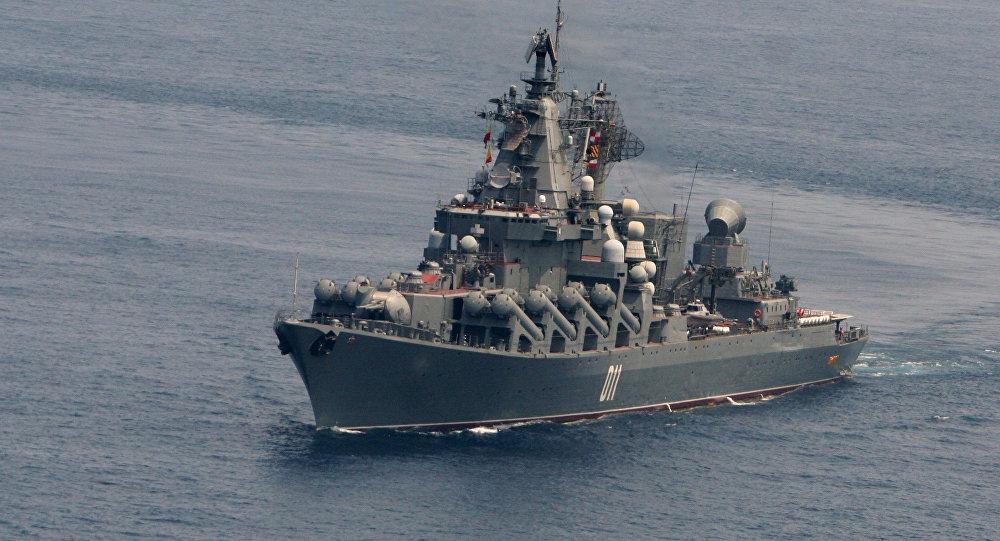 俄海军瓦良格号战舰抵达青岛访问 这舰名亮了