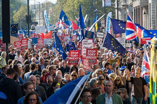 """英国爆发15年来最大示威,特蕾莎·梅要""""没""""?"""