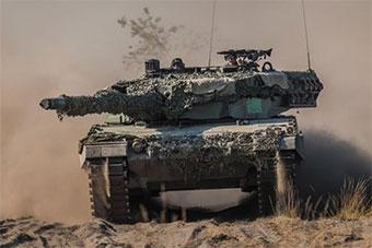波兰和美国举行陆战演习 坦克部队出动场面宏大