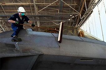 近50年最大飓风袭击军事基地 美F22损失惨重