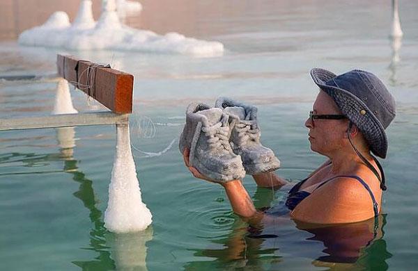 """惊叹!被死海""""腌制""""过的物品竟美如冰雕"""