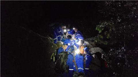 驴友爬野山坠崖 救援队称遇到史上最累救援