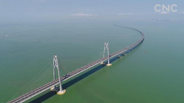 深处 穿针 港珠澳大桥