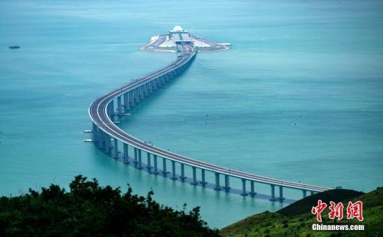 """综述:港珠澳大桥通车在即 三地交通规则如何""""共享一路""""?"""