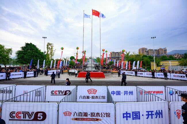 """汉丰湖上演""""速度与激情"""" 数万游客围湖观赛"""