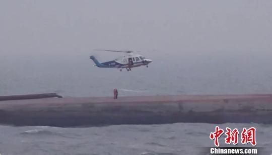 辽宁葫芦岛运砂船侧翻事件:暂未发现遇险人员