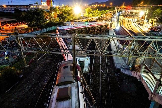 台铁翻车有人为因素?司机或关闭列车自保护系统
