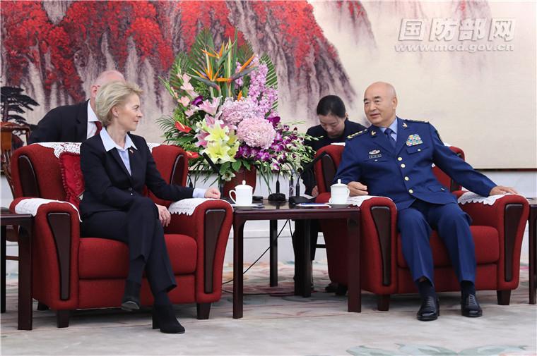 许其亮魏凤和分别与德国国防部长会见会谈