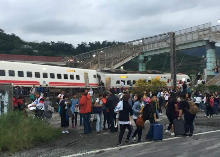 台铁事故已致18死171伤 列车自日本引进转弯不减速