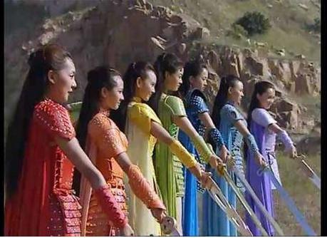 七仙女:青儿的发饰与姐妹不同,是道具不够,还是故意为之?