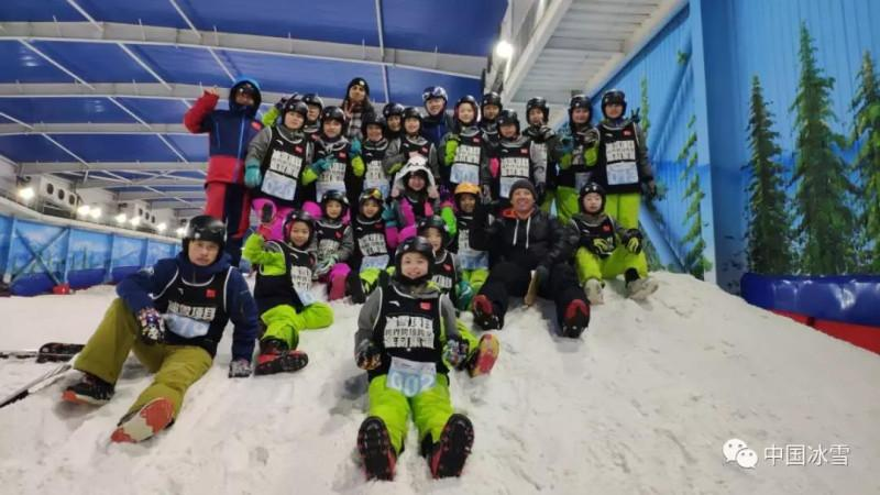 单板滑雪技巧类项目雪上集训选拔圆满结束