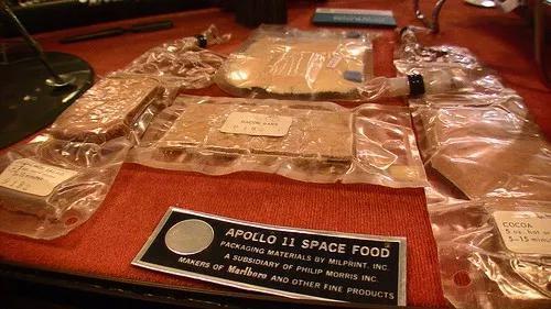 """来一份宇宙""""黑暗料理"""" 太空食品都吃出多少花样?"""