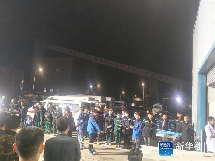 山东龙郓煤业冲击地压事故1名升井人员抢救无效死亡