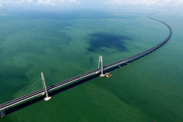 """伶仃洋上造桥 大海深处""""穿针""""——港珠澳大桥9年建设大事"""